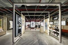 Courir branding and store design by Carré Noir Paris  France