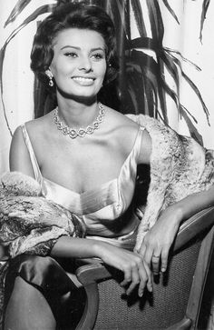 Picture of Sophia Loren Carlo Ponti, Hollywood Glamour, Classic Hollywood, Old Hollywood, Divas, Brigitte Bardot, Classic Actresses, Actors & Actresses, Loren Sofia
