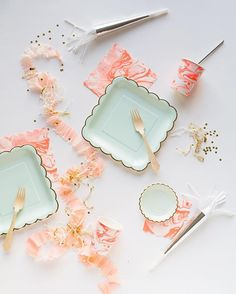 Pastel plates perfect for your Easter celebration Pastel Decor, Disposable Tableware, Baby Girl Birthday, Party Entertainment, Craft Party, Holidays And Events, Happy Day, Craft Gifts, Party Planning