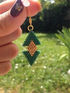 Boucles d'oreille pendante en perles Miyuki Crystal jewelry diy Dangle earrings with Miyuki beads Seed Bead Earrings, Pendant Earrings, Beaded Earrings, Pearl Pendant, Beaded Jewelry Patterns, Beading Patterns, Loom Beading, Miyuki Beads, Bead Jewellery