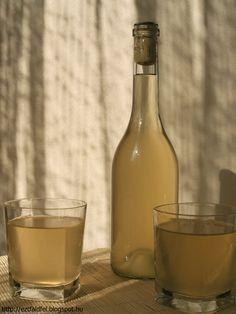 Bodzavirágbor készítése házilag - házi gyógybor White Wine, Summertime, Levek, Drinking, Alcoholic Drinks, Recipies, Cooking Recipes, Smoothie, Tea
