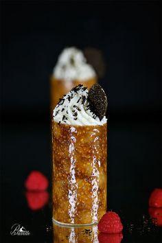 Crocante de sésamo con mousse de chocolate blanco, y trufa negra