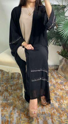 Hijab Fashion Summer, Modest Fashion Hijab, Modern Hijab Fashion, Modesty Fashion, Arab Fashion, Muslim Fashion, Fashion Outfits, Dubai Fashionista, Black Abaya