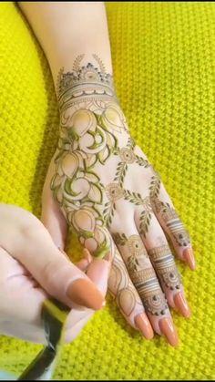 Mehndi Designs Front Hand, Floral Henna Designs, Henna Tattoo Designs Simple, Latest Bridal Mehndi Designs, Full Hand Mehndi Designs, Stylish Mehndi Designs, Mehndi Designs For Beginners, Mehndi Design Photos, Wedding Mehndi Designs