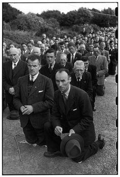 © Henri Cartier-Bresson/Magnum Photos IRELAND. Dublin. 1952. Corpus Christi procession, near Corpus Christi church.