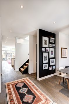 Find stylish examples of black accent walls perfect for a wall in your home that is tough to style. Domino shares photos of black accent walls to try in your home. Black Accent Walls, Black Walls, Black Accents, Black Rooms, White Walls, Black Stairs, Black Floorboards, Home Interior, Interior Decorating