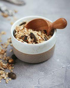 """Est ce que vous avez déjà goûté au granola salé à déguster sur des soupes, des salades ou encore des crumbles ? Si ce n'est pas le cas, je vous conseille d'y goûter rapidement !! c'est un régal et ça permet de """"pimper"""" un peu vos repas dit """"plus léger"""" ! #food #instagood #yummy #homemade #foodpics #food52 #thefeedfeed #foodblogger #granola #healthy"""