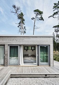 Good news for home decor enthusiast.If you are looking for 36 excellent summer house design ideas to try asap you've come to the right place. Architecture Durable, House Architecture, Backyard, Patio, Beach House Decor, Beach Houses, House Rooms, Living Rooms, Villas