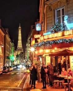 🇫🇷🌹 Spirit of Christmas around the Eiffel tower 🗼✨🎄💫. Tour Eiffel, Christmas In Paris, Louvre, Visit France, Paris Photography, Paris Hotels, Night City, French Riviera, France Travel