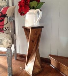 DIY Twisty side table - Wood Design Window pane decor wood projects wood craft home projects outdoor kitchen - c .Windowpane Decor Wood Projects Wood Crafts Home Projects Outdoor Kitchen - crafts Decor Home Kitchen Easy Woodworking Projects, Diy Wood Projects, Furniture Projects, Diy Furniture, Woodworking Plans, Woodworking Furniture, Popular Woodworking, Furniture Plans, Woodworking Shop