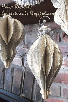 DIY Honeycomb Ornaments - made with book pages! Christmas Books, Christmas Paper, Diy Christmas Ornaments, How To Make Ornaments, Homemade Christmas, Christmas Projects, Holiday Crafts, Vintage Christmas, Holiday Decorations