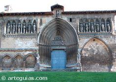 Santo Sepulcro de Estella Santo Sepulcro de Estella  La iglesia del Santo Sepulcro de Estella se inició en románico y se terminó en gótico. Nos interesa aquí la fachada septentrional, posiblemente iniciada a finales del siglo XIII y terminada en el XIV.