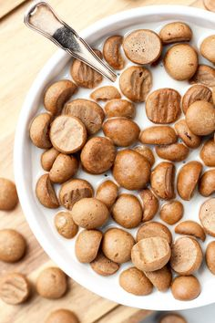 The Best Vegan Cinnamon Cereals – Full of Plants Homemade Vegan Cinnamon Cereal (spelt flour) Gourmet Recipes, Vegan Recipes, Cinnamon Cereal, Healthy Cereal, Keto Cereal, Healthy Food, Vegan Food, Homemade Cereal, Crunch Cereal