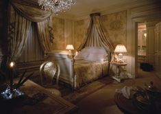 CLIVE CHRISTIAN OF NOTTINGHAM: Clive Christian Luxury Bedroom Furniture