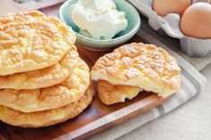 Weight Watcher Recipes 87646 Weight watchers cloud bread recipe, a delicious bread for your snack, a light and melting bread.A Weight Watchers recipe too in demand. Lowest Carb Bread Recipe, Low Carb Bread, Keto Bread, Low Carb Keto, Low Carb Recipes, Weight Watchers Bread Recipe, Weight Watchers Meals, Cloud Bread, Pan Nube