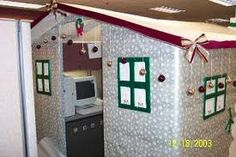 The ultimate Christmas office cube! Christmas Cubicle Decorations, Office Christmas Gifts, Christmas Pranks, Christmas Door Decorating Contest, Office Party Decorations, Christmas Ideas, Whoville Christmas, Holiday Ideas, Christmas Tree