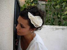 Anne Poupée: constanza. Tocado novia gasa, bolas facetadas. #tocados #novias #invitadas #tocadojoya Crown, Wedding, Jewelry, Fashion, Chiffon, Balls, Headpieces, Boyfriends, Casamento