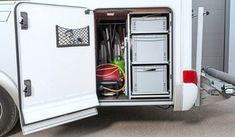 Bei kleineren Garagen können die Boxen direkt hinter der Stauklappe platziert werden