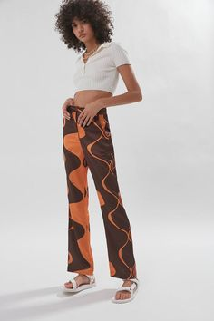 House Of Sunny Parasol High-Waisted Flare Pant Funky Outfits, Cute Outfits, Fashion Outfits, Funky Pants, Baggy Pants, High Waisted Flares, Spring Summer Trends, Flare Pants, How To Wear