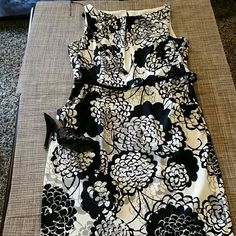 """Jones Wear Dress Ivory with black  color design dress, includes the belt, with pockets at each side, perfect for the office. Tag size 12, but I think it comes small, more like Size 10 or Size Large. Small stain hardly visible, worn once NO SIGNS OF WEAR, meaning no pilling at all. Zipper closure at one side Length 39"""", chest armpit to armpit 19"""", waist 17"""", hips 21"""", measurements laying flat**PLEASE read measurements **** Jones Wear Dress Dresses"""