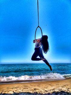 Entrenando en la playa #aerialhoop #lira #amazon