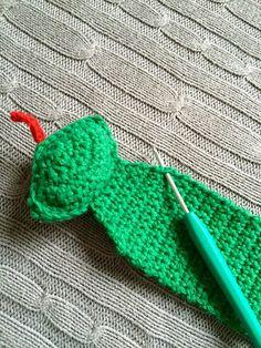 BOG-TUDSE OG BOG-ROTTE..... Hæklet bogmærke ... Crochet, Amigurumi, Flowers, Marque Page, Bookmarks, Creative, Chrochet, Crocheting, Knits
