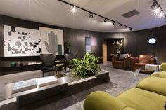 Ambiente de João Armentano na MostraBlack 2015. Veja mais no site. #mostrablack2015 #oca #decor #luxo #revistainterarq #joaoarmentano foto: Bruno Conti