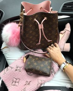💖💖💖Still loving my Neo Noe💖💖💖and my new Sweet heart 💕 Pom Pom adds the perfect girliness 😉Don't forget to use promo code… Louis Vuitton Neonoe, Louis Vuitton Monogram, Luxury Handbags, Scarf Styles, Most Beautiful, Hair Beauty, Style Inspiration, Fashion Outfits, Purses