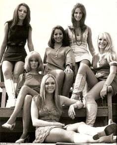 Pan's People pictured: Louise Clarke (top left) with Flick Colby (front) and (left to right) Andrea Rutherford, Ruth Pearson, Dee Dee Wilde and Babs Lord. The group made their final appearance on Top of the Pops in April 1976 Sixties Fashion, Retro Fashion, Vintage Fashion, Nastassja Kinski, Star Of The Day, Female Stars, I Love Girls, Vintage Photographs, Cinema