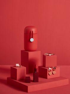 Glass/Thermal Bottle Design on Behance Design Poster, Graphic Design, Design Design, Logo Design, Thermal Bottle, Identity, Behance, Grey Glass, Red Aesthetic