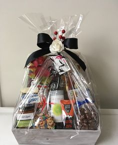 Wine Gift Baskets, Wines, Cocoa, Gift Wrapping, Paper Wrapping, Wrapping Gifts, Gift Packaging, Hot Chocolate, Present Wrapping