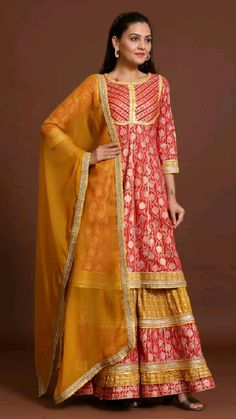 Chiffon Saree Party Wear, Party Wear Indian Dresses, Indian Gowns Dresses, Stylish Sarees, Stylish Dresses, Indian Designer Outfits, Designer Dresses, Party Wear Frocks, Latest Silk Sarees