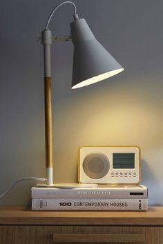 Lampe A Poser Lampe De Chevet Liseuse Peu Importe Le Nom On Adore La Lumiere Des Petites Lampes Design Industrielle O Lamp Lampe A Poser Lampe De Chevet