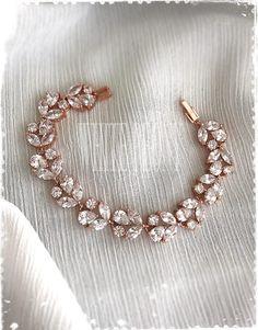 Super Ideas For Art Deco Flowers Pattern Products Diamond Bracelets, Diamond Jewelry, Gold Jewelry, Jewelery, Stylish Jewelry, Jewelry Sets, Fashion Jewelry, Fashion Art, Art Deco Wedding Inspiration