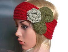 Stirnband EMILY - rot grün - Handgearbeitetes Stirnband, gestrickt aus Merino-Alpaka-Mix mit Blüten-Blätter-Applikation in oliv- und schilfgrün.