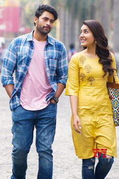 """Varun Rasi Khanna new movie """"TholiPrema"""" Movie New HD Photos released on social network sites. Both pairs look cute and lovely. This received thumbs up from in the Telugu States. Wedding Couple Poses Photography, Couple Photoshoot Poses, Wedding Photoshoot, Wedding Shoot, Photography Editing, Bridal Photography, Couple Portraits, Wedding Pics, Photo Editing"""