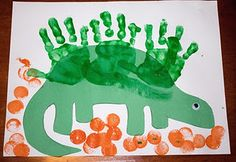 Hand print Dinosaur Art Project.... gotta try this with Daylin!