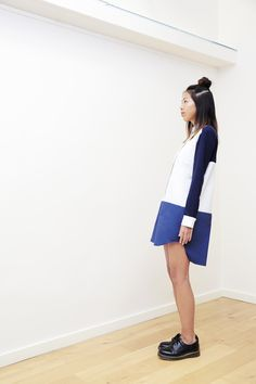 SIS TRIDENT SHIRT DRESS - Shirt dress with yokes in 3 different shades of blue, super light blue coton popeline, indigo blue coton popeline and dark blue « pilou pilou » for sleeves, contrasted wrists, side seam pockets, shorter on front - Fabric(s) : 97% cotton, 2% polyester, 1% elastane