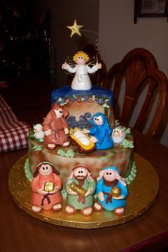 Another cute nativity using cone-body fondant characters.