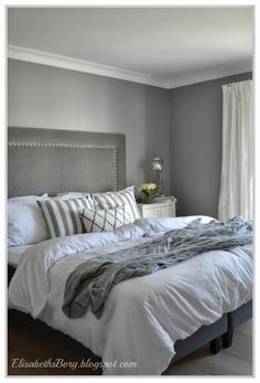 ElisabethsBorg.blogspot.com: Vårt soverom White Bedroom Design, Small Bedroom Designs, Modern Bedroom, Pale Pink Bedrooms, Blue Headboard, Living Room Grey, House And Home Magazine, Dream Decor, Bed Design