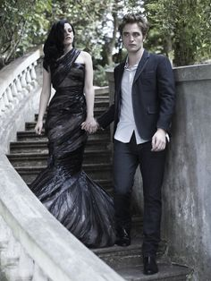Robert Pattinson and Kristen Stewart - I really like this picture of them! :)