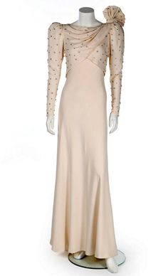 The dress was designed for a tour of the Middle East (Image: Kerry Taylor Auctions/BNPS) Princess Diana Dresses, Princess Diana Fashion, Princess Diana Pictures, Second Hand Dresses, Printed Gowns, Silk Gown, Lady Diana, Royal Fashion, Buy Dress