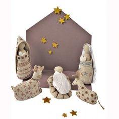 Le kit est composé de 5 pièces : Marie, Joseph, l'âne, le veau et Jésus avec son berceau. A découvrir sur Marie Claire Idées .com