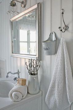 Moment's – Farmhouse Decor Home Decor Items, Home Decor Accessories, Baños Shabby Chic, Vibeke Design, Laundry In Bathroom, White Bathroom, Downstairs Bathroom, Luxury Homes Interior, Interior Modern