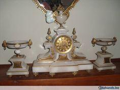 oude klok met staanders alles werkt nog perfect