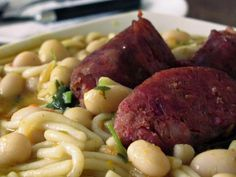 Comida chilena: porotos con riendas Chilean Recipes, Chilean Food, Potatoes, Beef, Food And Drink, Vegetables, Chi Chi, Drinks, Homemade Recipe