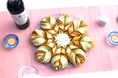 Pesto-Blume: Die perfekte Beilage für jeden Abend. Zum Grillen, zum Spielerbend, serviert mit Antipasti oder einfach als Brot mit Dip - schneller und einfacher wirst du deine Freunde nicht begeistern! :-)