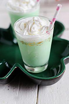Delicious Grasshopper Cocktails via @dineanddish