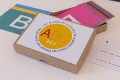 *ABC-Box: Das Alphabet auf 26 Spielkarten für Vorschüler, Schulanfänger und Alphabet-Liebhaber*  Mit der ABC-Box lernen Kinder spielend das Alphabet. Jede der 26 Karten widmet sich einem...