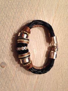 Armband van paardenhaar met goudkleurige elementen
